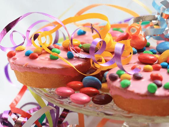 Cateringové detské koláčiky s cukríkmi