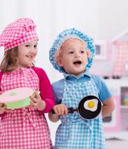 Detičky sa hrajú na kuchárov